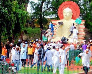 Muslim attacked Buddha Statue